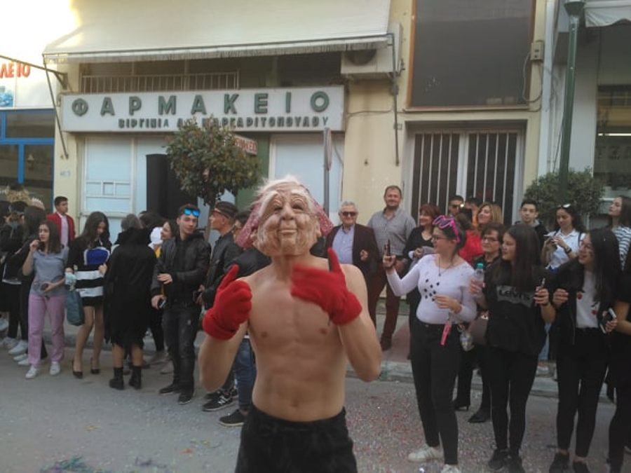 Photo of Ολόκληρη η Καρναβαλική παρέλαση στα Φάρσαλα (Video)