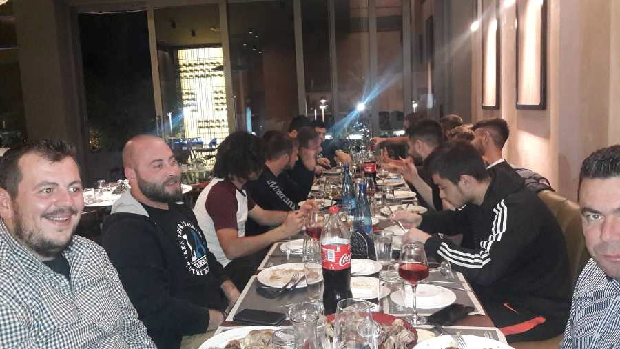"Photo of Στο εστιατόριο ""Βασιλικός"" γευμάτισε η ομάδα του Αχιλλέα Φαρσάλων"