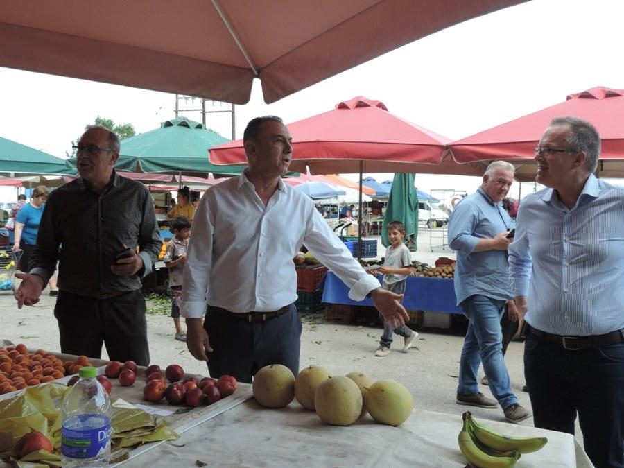 Photo of Θερμή υποδοχή στην λαϊκή αγορά των Φαρσάλων για τον «γιατρό» τους!
