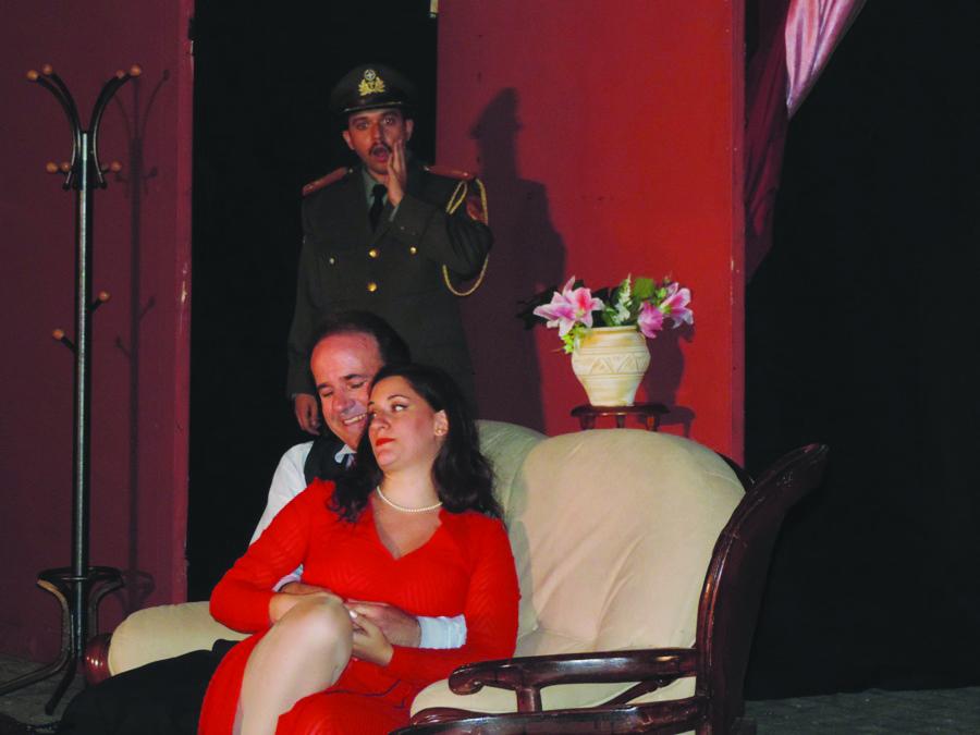 "Photo of Εντυπωσίασε μικρούς και μεγάλους ο ""Ράφτης Κυριών"" από το ""Θέατρο Τεχνών Λάρισας""!"