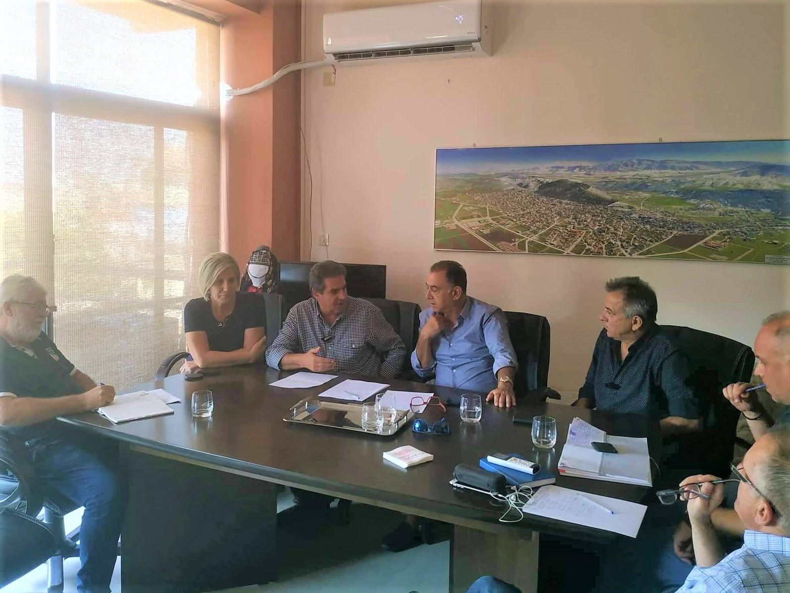Photo of Συνάντηση του δημάρχου Φαρσάλων Μ. Εσκίογλου με τον βουλευτή Χρ. Κέλλα