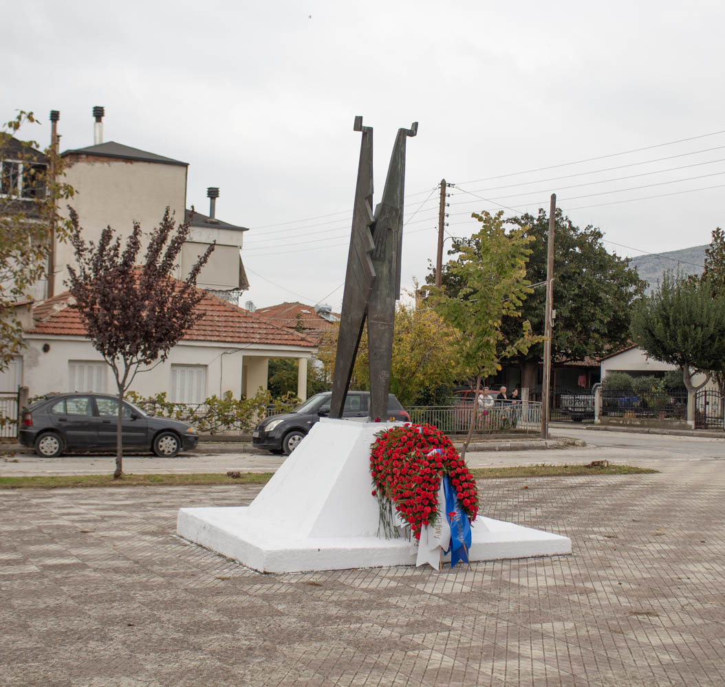 Photo of Με δυο εκδηλώσεις τιμήθηκε 46η επέτειος της εξέγερσης του Πολυτεχνείου στα Φάρσαλα