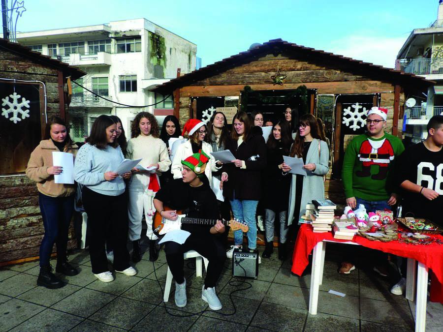 Photo of Μεγάλη επιτυχία στο Χριστουγεννιάτικο bazaar του 2ου Λυκείου Φαρσάλων