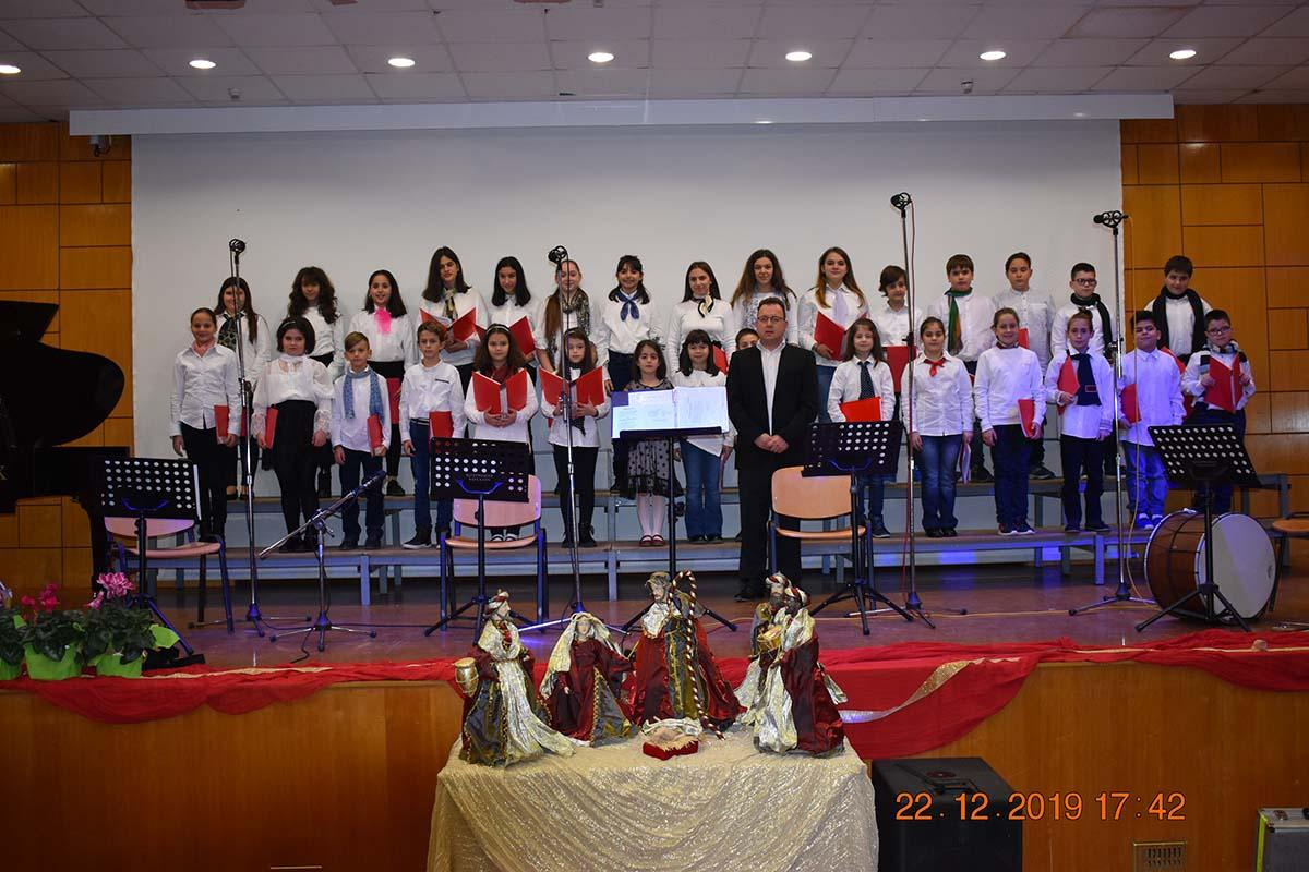 Photo of Επιτυχημένη η Χριστουγεννιάτικη συναυλία της Χορωδίας του δήμου Φαρσάλων