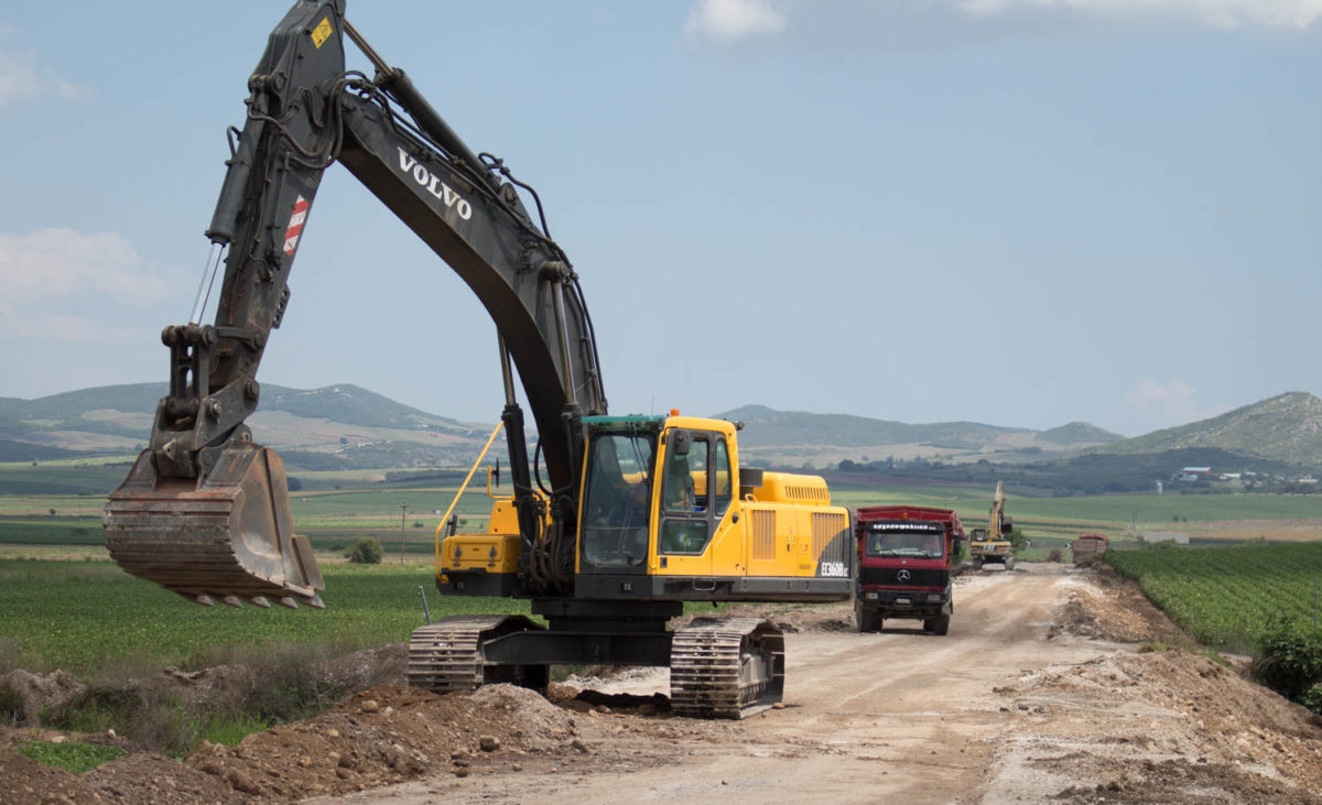 Photo of Συντηρεί το τμήμα Δασόλοφος – Πολυδάμειο – Ερέτρεια έως εθνική οδό Φάρσαλα-Βόλος η Περιφέρεια Θεσσαλίας