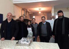 Κρεατικά στο «Σπίτι της Αγάπης» μοίρασε ο δήμαρχος Φαρσάλων