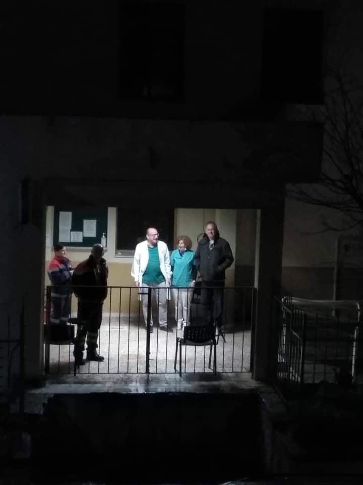 Photo of Βγήκαν στα μπαλκόνια και οι Φαρσαλινοί για να χειροκροτήσουν γιατρούς και νοσηλευτές