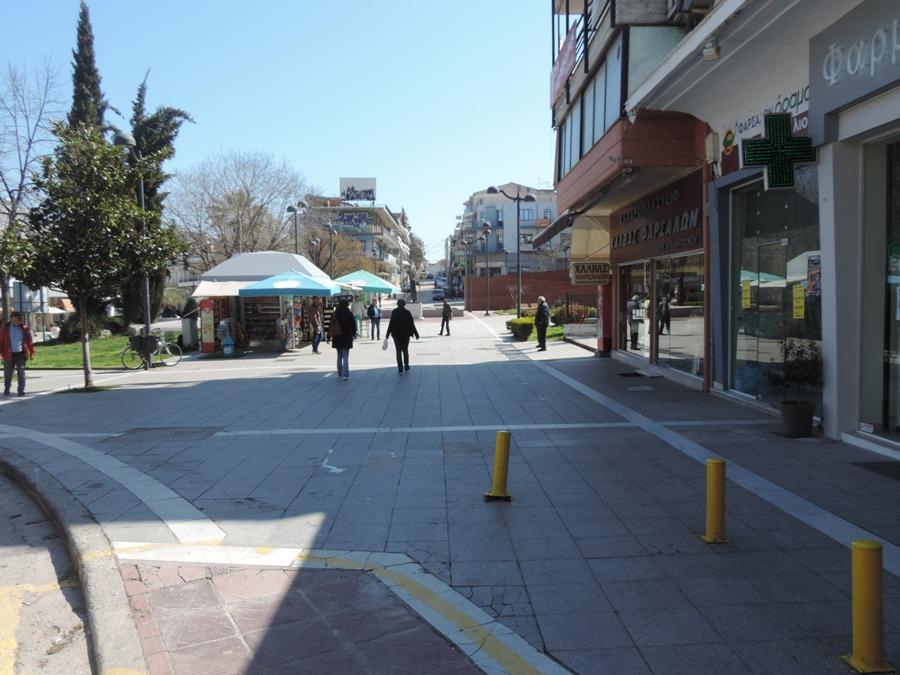 "Photo of ""Ρολά"" στα μαγαζιά, ""μασλάτι"" στην πλατεία (Φωτορεπορτάζ)"