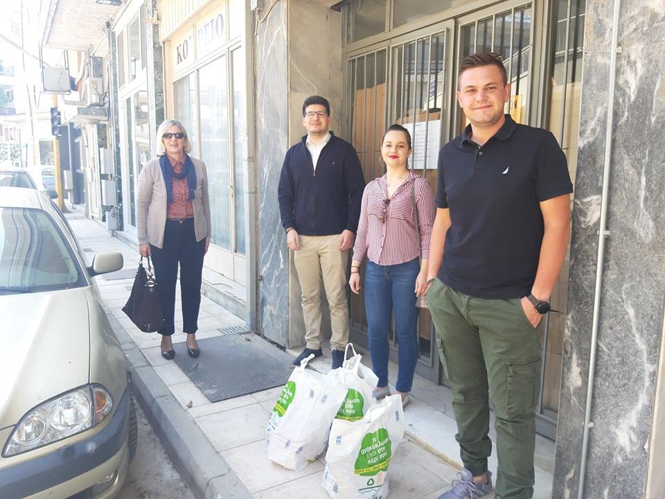 Photo of Η ΟΝΝΕΔ Φαρσάλων δώρισε τρόφιμα στο κοινωνικό παντοπωλείο του Δήμου Φαρσάλων