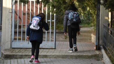 Photo of Δημοτικά σχολεία : Αντίστροφη μέτρηση για την επαναλειτουργία τους με αποστάσεις και χωριστά διαλείμματα