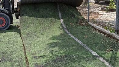 Photo of Ξεκίνησαν οι εργασίες τοποθέτησης του νέου χλοοτάπητα στο γήπεδο 5Χ5 (Pics)
